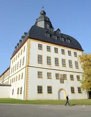"""Ostturm Schloss Friedenstein in Gotha/Thüringen. Nach den Plänen des Architekten Caspar Vogel führte der Baumeister Andreas Rudolph  den Schlossbau 1643–1654 für Herzog Ernst I. von Sachsen-Gotha (""""Ernst der Fromme"""") aus."""