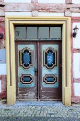 Eingangstür, Doppeltür - Fachwerkwohnhaus in Duderstadt - historische Archtektur.