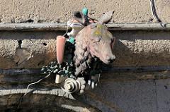 Hirschkopf / Skulptur über der Toreinfahrt vom ehemaligen Gasthof roter Hirsch in der Wanfrieder Straße von Mühlhausen/Thüringen.