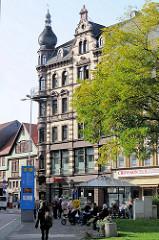 Karlsplatz in Eisenach -  mehrstöckiges Wohn- und Geschäftshaus im Baustil des Historismus.