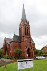 Blick auf die Banter Kirche in der Werftstraße von Wilhelmshaven; geweiht 1900.