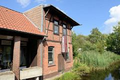 Altes Fachwerk-Lagerhaus am Fluss Soltau an der Böhmheide.