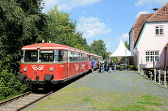 Bahnhofsgebäude von Worpswede - Entwurf Heinrich Vogeler, 1910;  der offizielle Zugverkehr wurde 1978 eingestellt; jetzt nur noch Nutzung durch den saisonalen Moorexpress. Das Gebäude wird jetzt das Restaurant genutzt.