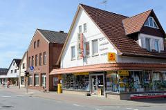Geschäftshäuser / Wohngebäude in der  Butjadinger  Straße in Burhave.