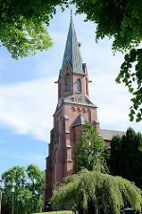 Kirchturm der evangelisch-lutherischen St. Petrikirche in Burhave; erbaut im neogotischen  Stil 1880 - Architekt Franz Xaver Lütz.