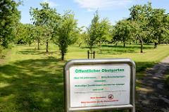 Öffentlicher Obstgarten in Burhave - Obst für jedermann, kein Hundeklo.