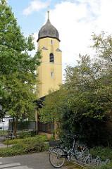 Kirchturm der Kirche Sankt Maria vom heiligen Rosenkranz zu Soltau; geweiht 1915.
