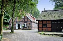 Fachwerkgebäude / Reetdach Scheune auf dem Kirchberg in Worpswede; teilweise Nutzung als Kindergarten / Kindertagesstätte.