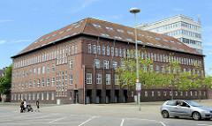 Gebäude vom Finanzamt Wilhelmshaven am Rathausplatz der Stadt; erbaut 1936.