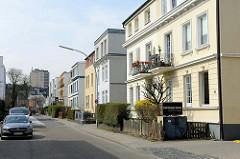 Kubische Wohnblocks der Gründerzeit, teilweise mit Dachaufbau in der Wieckstraße von Hamburg Stellingen.