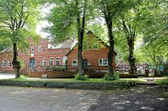 Gemeindehäuser  auf dem Kirchberg der Zionskirche in Worpswede.