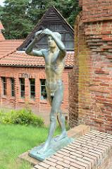 Jünglingsskulptur Der Tag bei der Großen Kunstschau in Worpswede