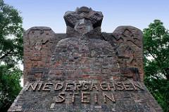 Expressionistisches Monument des Niedersachsensteins auf dem Weyerberg bei Worpswede; Denkmal an die im Ersten Weltkrieg gefallenen Soldaten aus der Region; errichtet 1922 nach einem Entwurf des Architekten Bernhard Hoetger.
