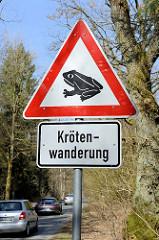 Hinweisschild / Warnschild, Straßenschild wegen Krötenwanderung  am Tangstedter Forst