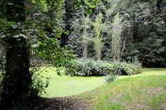 Park / Grünanlage mit Teich am Barkenhoff in Worpswede. Der Barkenhoff (Plattdeutsch für 'Birkenhof') – ursprünglich ein Worpsweder Bauernhof – wurde im Jahre 1895 vom Künstler Heinrich Vogeler gekauft.