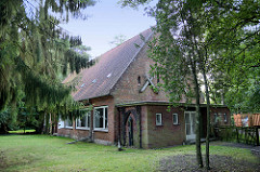Leer stehendes Gebäude / Teil des Gemeindehauses von St. Johannes.
