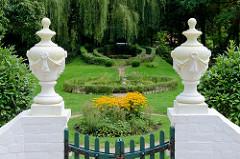 Garten am  Barkenhoff in Worpswede. Der Barkenhoff (Plattdeutsch für 'Birkenhof') – ursprünglich ein Worpsweder Bauernhof – wurde im Jahre 1895 vom Künstler Heinrich Vogeler gekauft.