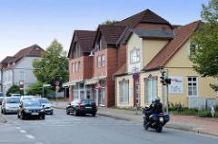 Wohnhäuser /  Geschäftshäuser in der Walsroder Straße von Soltau - historische und moderne Architektur.