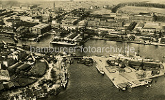 Historische Luftaufnahme vom Hafen und dem Ems Jade Kanal in Wilhelmshaven.