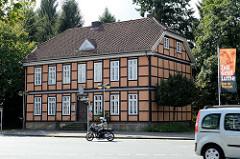 Blick zum Gebäude der ehemaligen Superintendentur von Soltau - erbaut ca. 1830; das einstöckige Fachwerkgebäude wird jetzt als Heimatmuseum genutzt.