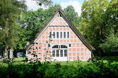 Haus im Schluh / Worpswede, ursprünglich eine Moorkate aus dem Moordorf Lüningsee, wurde im Jahr 1920 von Martha Vogeler, der ersten Ehefrau Heinrich Vogelers, in den Schluh versetzt und umgebaut.