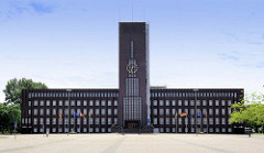 """Ansicht vom Rathaus Wilhelmshaven, von Einheimischen liebevoll """"Burg am Meer"""" genannt. Ehemals Gebäude vom Rat der Stadt Wüstlingen, ab 1937 Rathaus der Stadt Wilhelmshaven. Das expressionistische Klinkergebäude wurde 1929 eingeweiht."""
