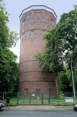 Historische Industriearchitektur in Wilhelmshaven; Wasserturm an der Bismarckstraße, erbaut 1911; der 42 m hohe Turm ist heute noch in Betrieb.