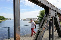 Eisenträger und Nieten der Kaiser Wilhelm Brücke in Wilhelmshaven