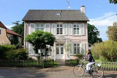 Rosa Haus in der Bergstraße von Worpswede  - Wohnhaus und Atelier der Künstlerin Emmy Meyer