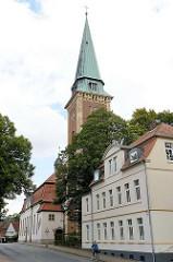 Kirchturm der Sankt Johannes Kirche in der Bahnhofstraße von Soltau. Nach einem Brand wieder aufgebaut  1908 - Architekt  Eduard Wendebourg, Baustil Neobarock.