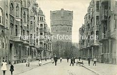 Historische Aufnahme mit Wohnhäusern der Bülowstraße in Wilhelmshaven;  Blick zum Wasserturm.