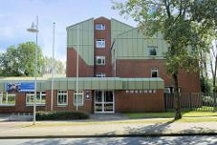 Moderne Verwaltungsarchitektur der 1980 er Jahre; Gebäude der Polizeiinspektions Heidekreis in der Böhmheide von Soltau.
