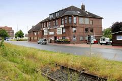 Gewerbegebäude / Verwaltungsgebäude am Handelshafen,  Ems-Jade-Kanal in Wilhelmshaven.