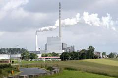 Blick zum Steinkohlekraftwerk in Wilhelmshaven; das  Kraftwerk liegt im Rüstersieler Groden - direkt hinter dem Deich zur Nordsee.