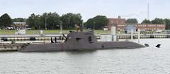 Das U-Boot  U 36 liegt im Hafen von Wilhelmshaven -das Kriegsschiff wurde 2008 in Dienst gestellt.