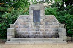 Denkmal an die im Krieg gegen Frankreich 1870 / 71 Gefallenen aus dem Kirchspiel Soltau - Es starben den Heldentod --- Gott gab uns den Sieg ihm allein die Ehre.
