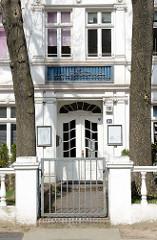Eingang der Schule der islamischen Republik Iran im Steenwisch von Hamburg-Stelligen.