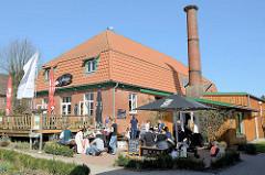 Gutskaffee / Gutsküche an einem Sonntagnachmittag, Ausflugsziel für FahrradfahrerInnen an der Grenze zu Hamburg Duvenstedt / Tangstedt.