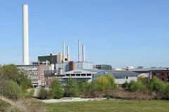 Industriearchitektur in Münster - Bürogebäude, stillgelegter Fabrikschornstein.