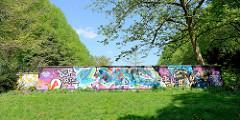 Mauer zum Heckengarten im Hammer Park - Graffiti.