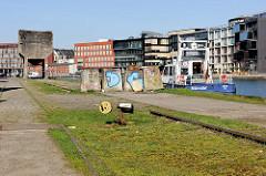 Alte Gleise an der Südseite vom Alten Hafen in Münster - auf der Nordseite die Neubauten vom Kreativkai.
