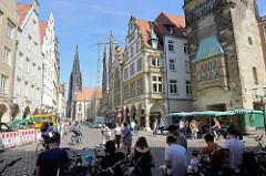 Blick über den Prinzipalmarkt in Münster zur Lambertikirche - re. der Stadthausturm.