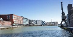 Blick in den Alten Hafen von Münster - lks. der sogenannte Kreativkai, re. der Hafenkran am Nordkai.