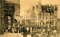 Historische Ansicht vom Prinzipalmarkt in Münster - Markstände, Passanten mit Einkaufskörben - Pferdefuhrwerk / Giebelhäuser.