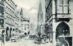 Altes Bild vom Prinzipalmarkt in Münster - Pferdefuhrwerke / Pferd und Wagen mit Ladung - im Hintergrund die Lambertikirche.