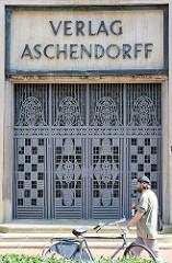 Eiserne Eingangstür Verlag Aschendorff in Münster; erbaut 1912 - Architekt Alfred Hensen.