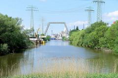 Blick in den Neuhöfer Kanal in Hamburg Wilhelmsburg - ehem. Verbindungskanal von der Süderelbe / Köhlbrand mit dem Reiherstieg.