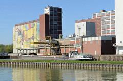 Hafenanlage beim Dortmund-Ems-Kanal in Münster - Binnenschiff am Kai.