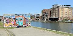 Blick auf den Kreativkai im Alten Hafen von Münster - historische Speichergebäude.