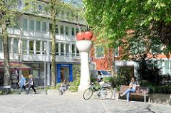 Kirschsäule in Münster - Kunst im Öffentlichen Raum; die Stele wurde 1987 errichtet - Künstler Thomas Schütte.